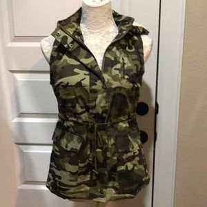 Jackets & Blazers - Sherpa Lined Camouflage Vest with Hood